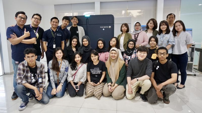 Astragraphia welcomed the Indonesian Graphic Design (DGI) student community and Zine magazine who visited DSTC Astragraphia Jakarta.