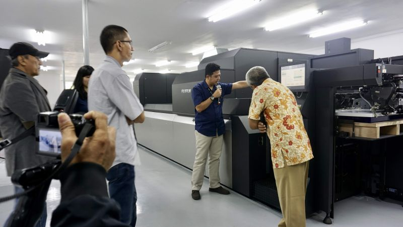 PT Astra Graphia Tbk through one of Astragraphia Document Solution's business portfolios announced that Astragraphia is the sole company that handles all after-sales services for Fujifilm Jet Press 750S digital offset printing units in Indonesia.