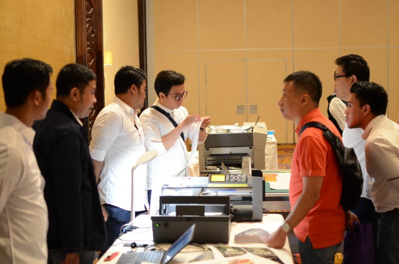 In order to increase awareness and loyalty towards Iridesse Production Press machines, Astragraphia held a customer gathering in Surabaya.