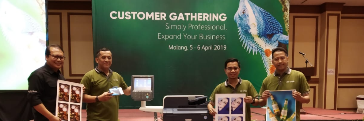 Support the MSME Industry in Malang, Astragraphia Holds Customer Gathering